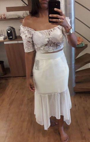 Saia e blusa branca