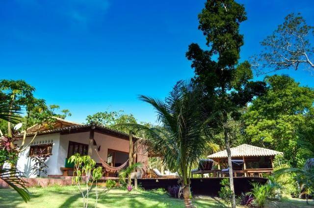 RE/MAX Safira aluga casa para temporada em área de preservação, em Trancoso - BA