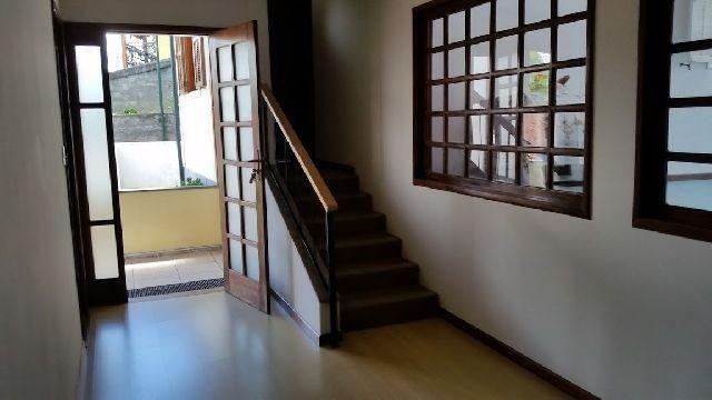 Linda residência com 5 quartos no Vale dos Pinheirros em NF/RJ - Foto 3