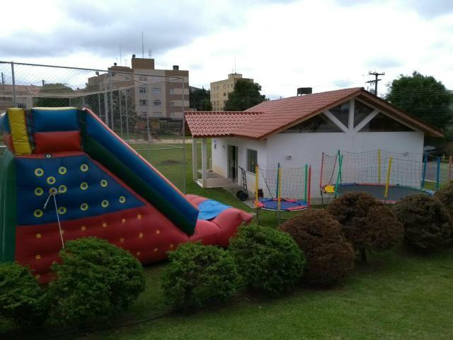 Tobogã gigante inflável pebolim e mais