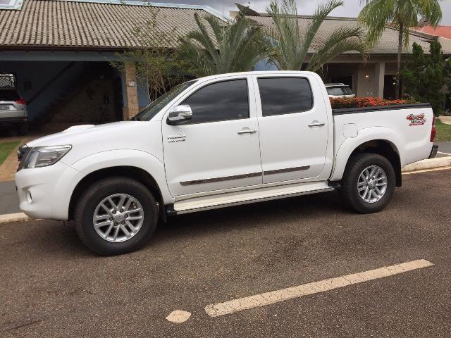 Toyota Hilux Branca 14/15 SRV com controle de estabilidade e roda aro 17 - TOP - 2015