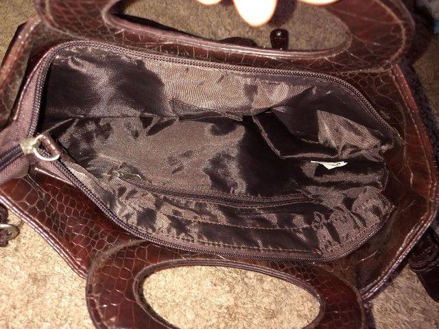 Bolsa de couro legítimo.