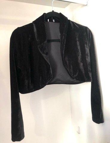 Lote de blusinhas básicas e casaquinho  - Foto 3