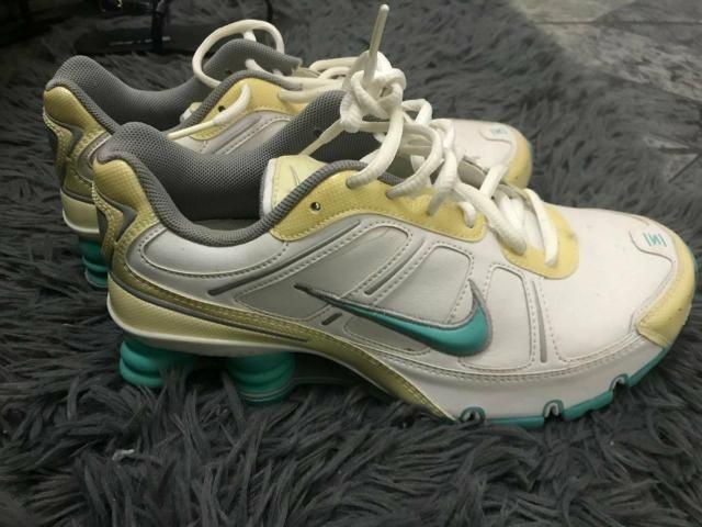 Tênis Fêminino Nike Shox