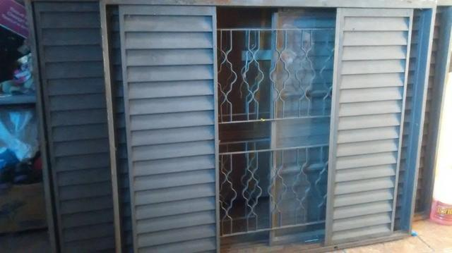Vendo Janelas Venezianas com vidros - Foto 2