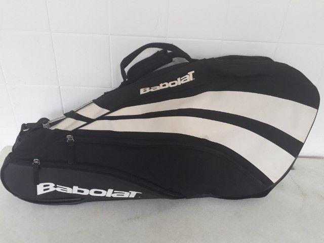 Raqueteira Babolat Semi Profissional- Semi nova - Cabe 5 raquetes + tênis + acessórios - Foto 4