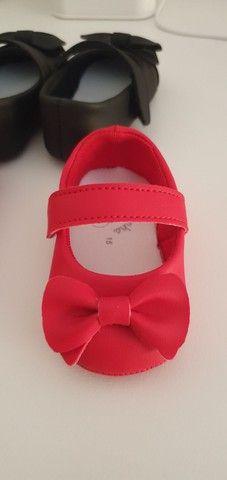 Sapatinho bebê vermelho e preto - Foto 2