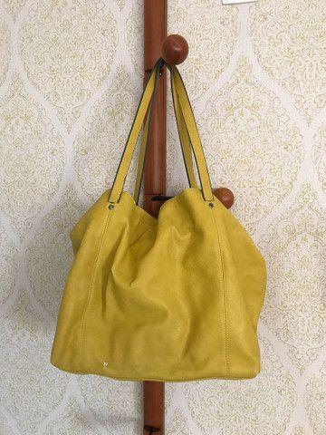 Bolsa couro Zara amarela com sinais de uso