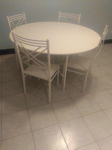 Conjunto mesa com base e 4 cadeiras - Foto 2