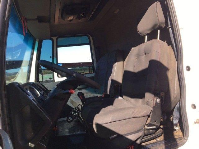 Ford Cargo 2422 6x2 - Foto 16