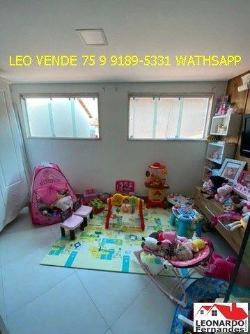 Leo vende, 4\4 sendo 3 suítes, closet, banheira. - Foto 13