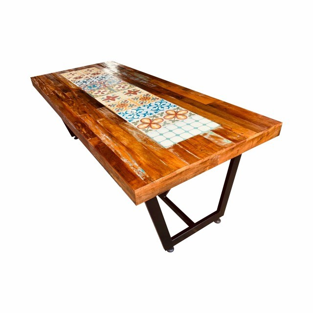 Mesa de jantar 2,40x1,00 rustica em madeira de demolição e ladrilho hidráulico.