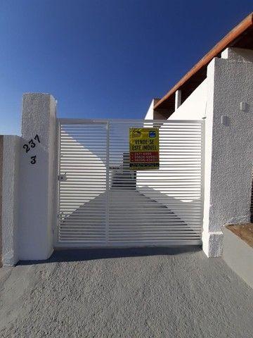 Vende-se Excelente Casa com Área Privativa no Bairro Planalto em Mateus Leme