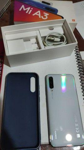 Vendo celular - MI A3 4GB RAM 64GB fundo Branco dual sim - Foto 2