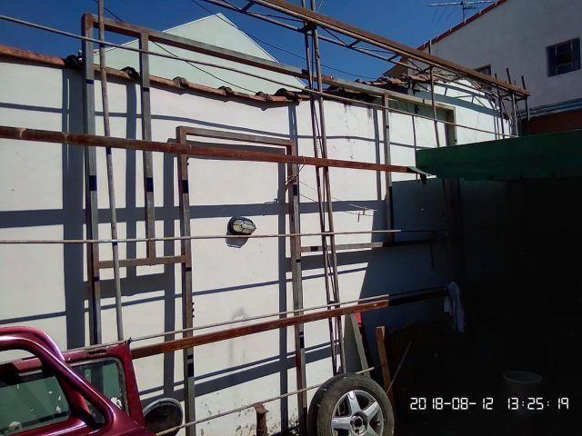 Portão e ferragens para cobertura