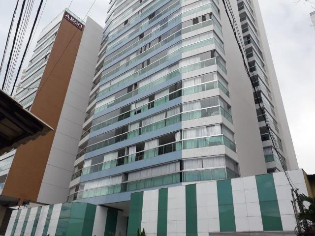 Excelente Apartamento na Quadra do Mar em Itapuã - 04 Qtos e 02 Vgs