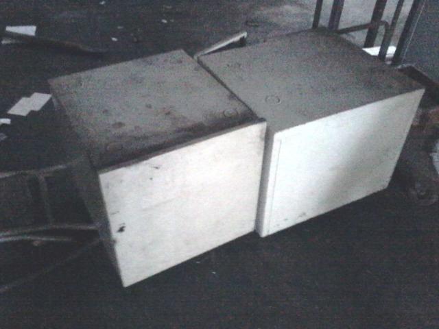 02 mesas de ferro para copiadora