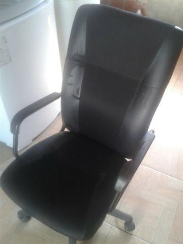 Cadeira Giratória Escritório Preta Usada