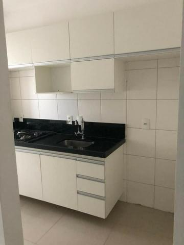 Apartamento com móveis projetados - Cond. Clube Costa Araçagi - Foto 3