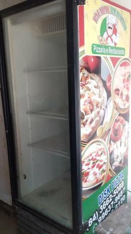 Vendo freezer expositor grande, com defeito, divido na cartão e a vista tem disconto - Foto 3