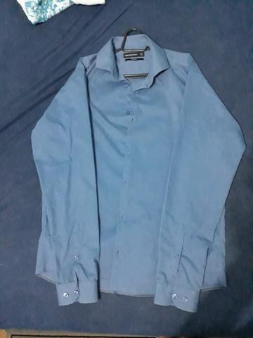 Camisa social azul usada poucas vezes