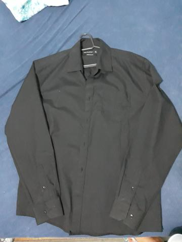 Camisa social preta usada poucas vezes