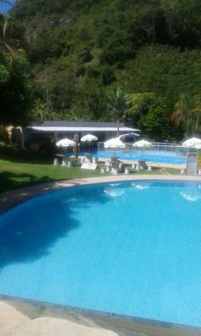 Chácara com triplex, área para festas com 3 piscinas e vagas p/ mais de 40 automóveis!! - Foto 2