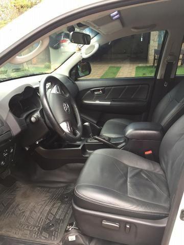 Toyota Hilux Branca 14/15 SRV com controle de estabilidade e roda aro 17 - TOP - 2015 - Foto 7