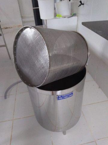 Mesa Em Aço Inox Aisi 304 Iso 9002 - Bordas, Bica De Saída E Tampo Liso