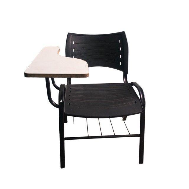 Cadeiras escolares.