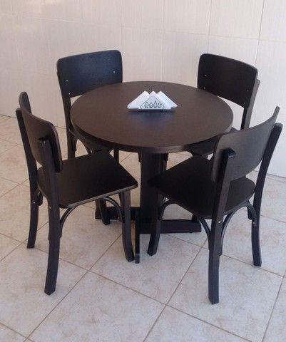 VENDE-SE mesas e cadeira marca (ESPAÇO BOÊMIO)