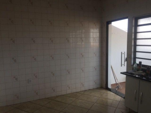 ABAIXOU: VENDE-SE PREDIO COM AREA COMERCIAL  + APTO +KIT NET NO SEGUNDO PISO - Foto 4