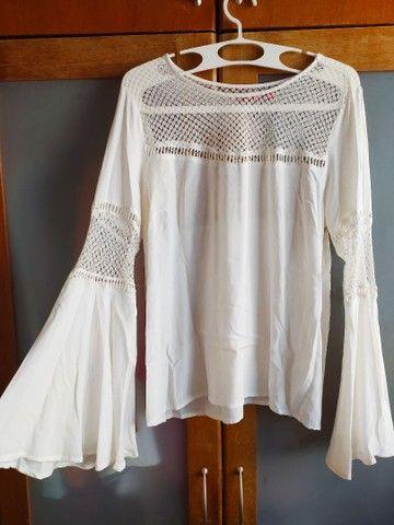 Blusa bata branca com renda e mangas bufantes 42