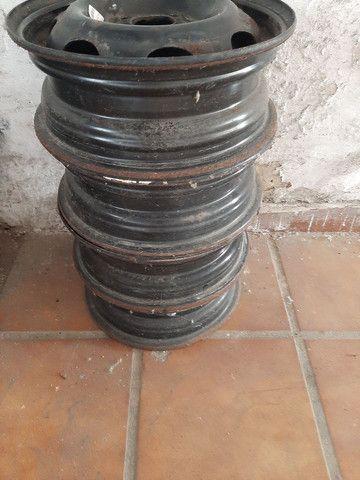 Rodas de ferro aro 13 celta semi usadas - Foto 5