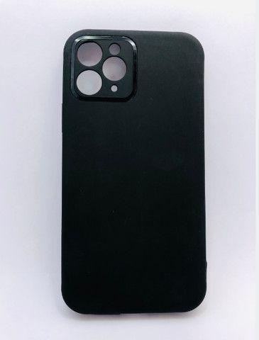 Case / Capinha simples lisa iPhone 11 Pro Max (Aceito cartão) - Foto 3