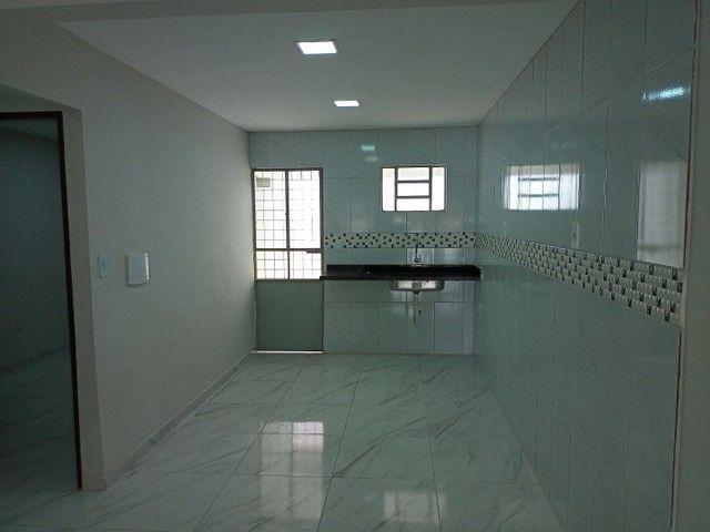 Vendo casa na rua Clara Nunes, próximo ao caic - Foto 3