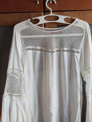Blusa bata branca com renda e mangas bufantes 42 - Foto 2