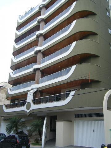 Excelente apartamento com 03 dormitórios sendo 01 suíte em Meia Praia