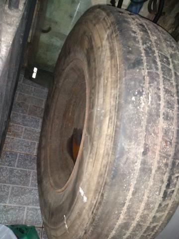 Pneu de caminhão carreta com roda - Foto 2