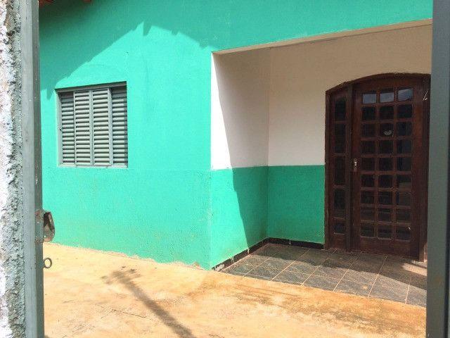 Vendo aceita financiamento Troco casa, aceito propostas - Foto 2