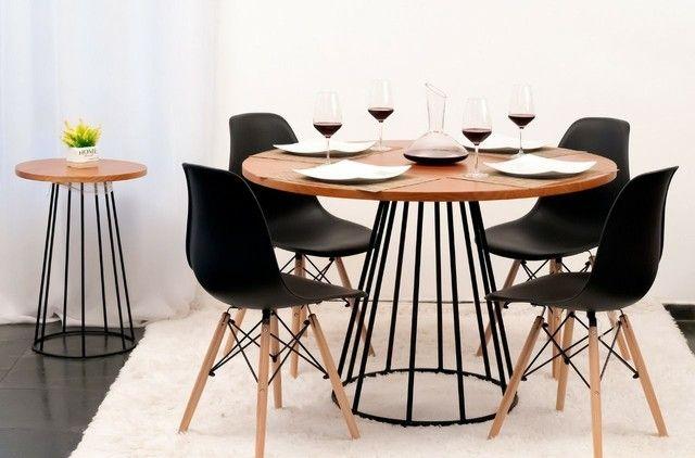 Conjunto Mesa estilo Industrial 1,15 + 4 cadeiras Eiffel!!