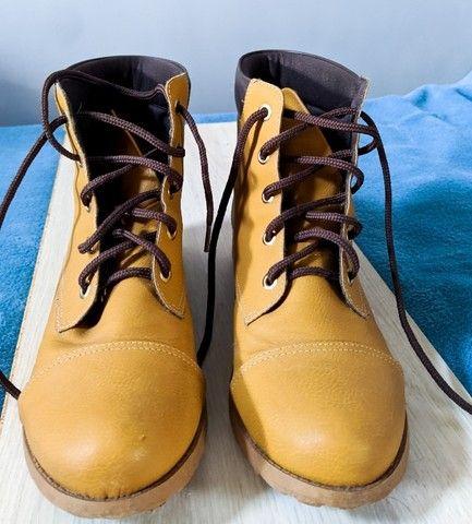 bota de couro cano médio