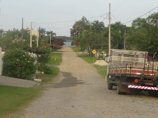 Lindo terreno de esquina, perto da lagoa, amplo, frente asfaltada - Foto 4