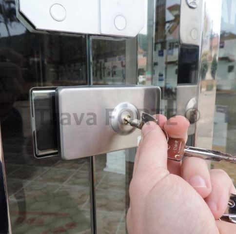 Trava portátil para porta de vidro pivotante vidro-vidro com chave tetra