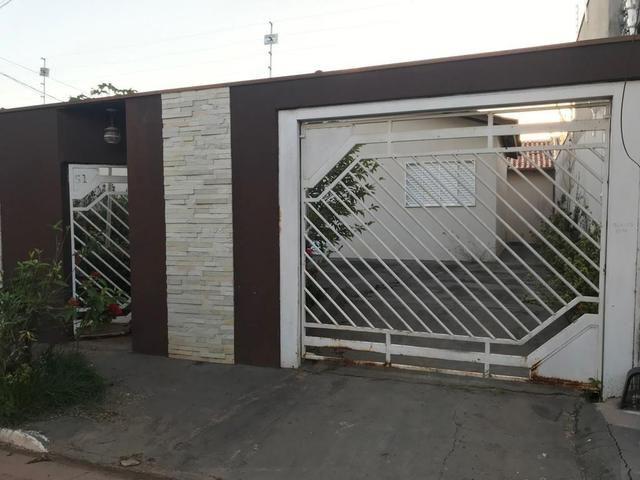 Casa com churrasqueira,cozinha planejada em terreno de 200m2 - Foto 2