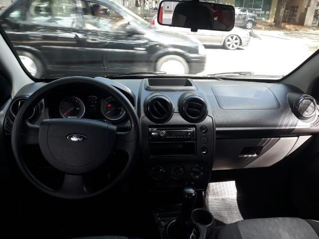 Fiesta Sedan 1.0 Zetec Rocam - Foto 9