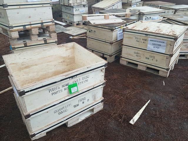 Caixas / Caixotes de Madeira Semi-novas / Usadas - Foto 3