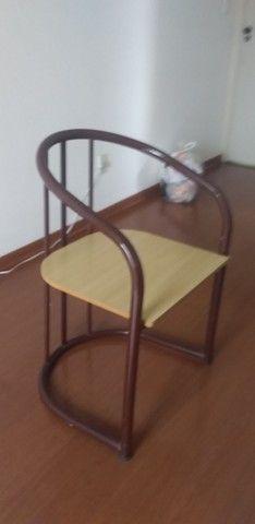 Linda cadeira Tubular
