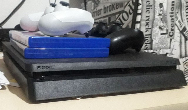Vendo PS4 - 7 meses de uso - Foto 2