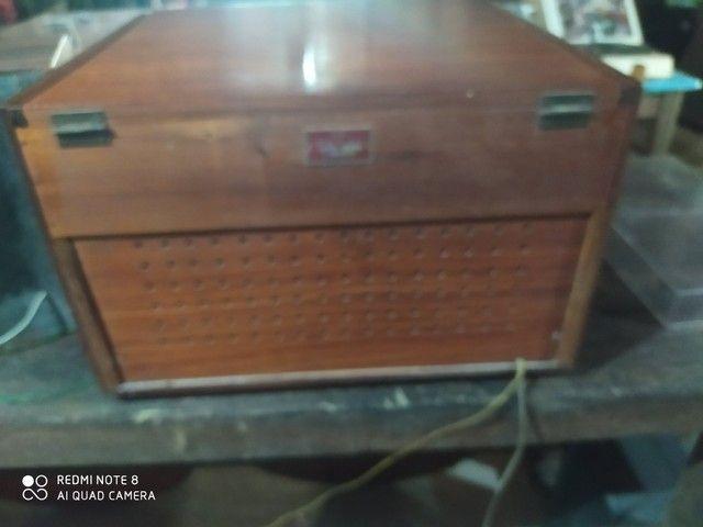 Rádio antigo de madeira - Foto 4